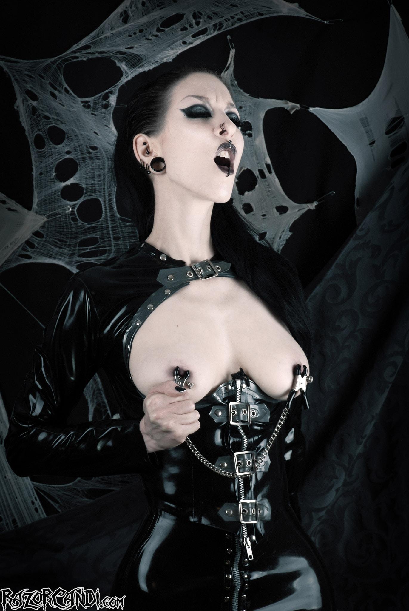 Gothic Fashion Bodylore